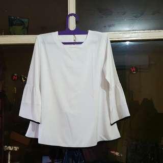 Baju putih list hitam
