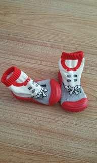 Attipas-like sock shoes