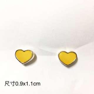 黃色心形耳環,包邊是紅金顏色