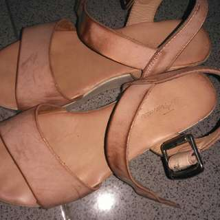 Sepatu less femmes