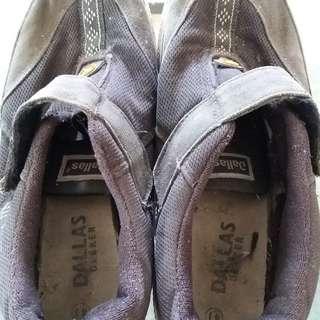 Sepatu Dallas Ukuran 41