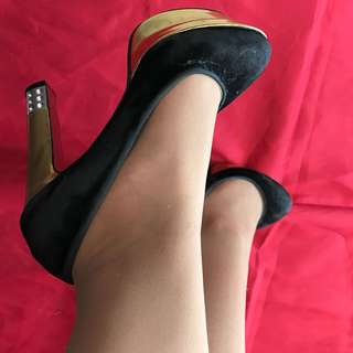 Fashionable Black-Gold High heels