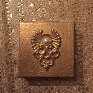現貨美國二手Vintage 神秘金色古董迷你藥盒