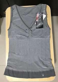 全新Triumph塑身衣速衣修身 包順豐                                                                                           原價$$680 Size L 胸平放度22寸 拉盡36寸