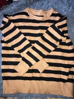 Striped beige sweater 毛衣