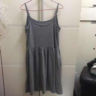 灰色吊帶連身裙