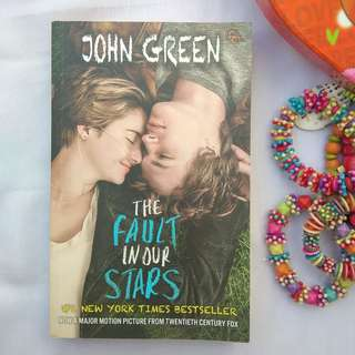 THE FAULT IN OUR STARS BY JOHN GREEN (TERJEMAHAN)