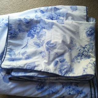 Blue flower pillow case and blanket casr
