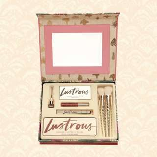 Lustrous Box Make Up Kit