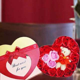 [FREE DELIVERY] Handmade Red and Pink Rose Soap with Mini-bear in Heart-shaped Box (036-SR)