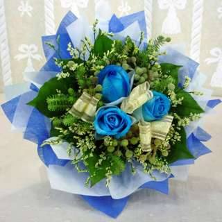 [FREE DELIVERY] 3 Blue Roses Hand-bouquet (012-BU)