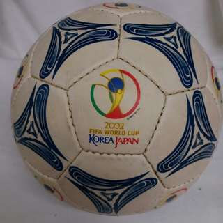New 2002 FIFA WORLD CUP KOREA JAPAN Leaking Football for Display or Collection 全新2002韓國日本世界杯足球 合展示或收藏 (漏氣)