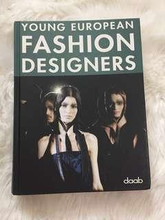 Young Fashion Designers Book ( America )