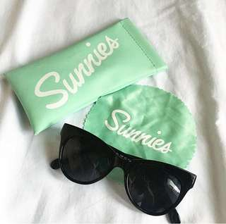 NEW UPLOAD SUNNIES Black Classic Shades
