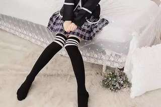 【instock】black w/ white stripes thigh high socks