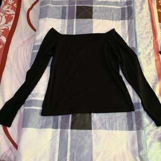 Black longsleeves top