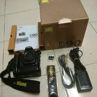Nikon D90 DSLR set For Sale