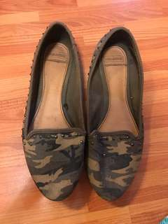 Pull & bear camouflage flats