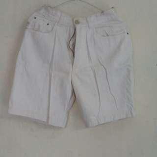 Celana jeans pendek selutut