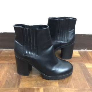 Boots Pull & Bear