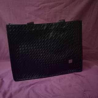Tas ( shoulder bag) hitam motif anyaman