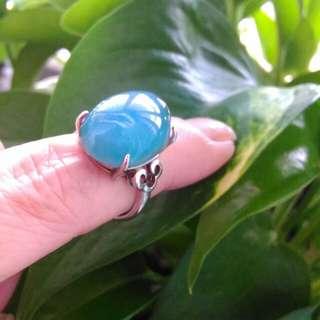 蛋面高冠藍寶貝玉戒指。925銀檯。男女可戴。戶外拍。
