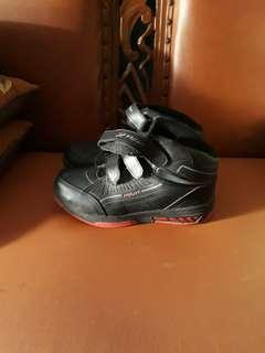Sepatu anak  ukuran 37