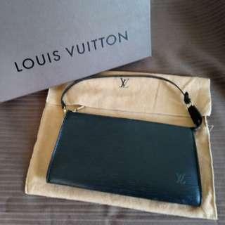 🚚 LV EPI 黑色水波紋手提包