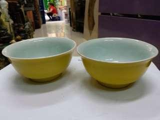 旧黄釉碗一对