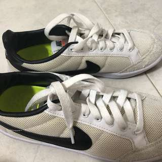 Nike meadow trainer shoes
