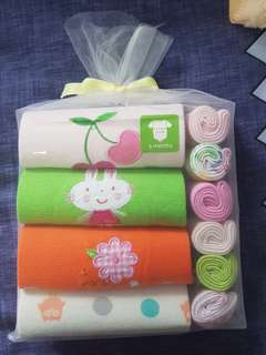 4 pcs romper + 6 wash cloth gift set