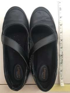Womens black shoes size US6