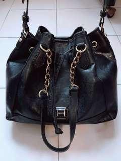 🚚 Kinaz 肩背/側背 水桶包~購入價:約3900元左右