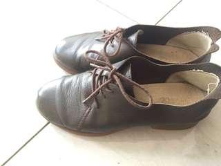 Sepatu both