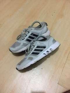 Hengyi Sepatu Running, Import China