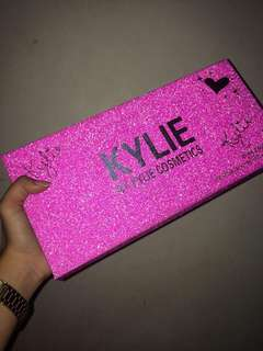 Selling my preloved lippies kylie!!! Isa lang po ang nagamit jan!!!