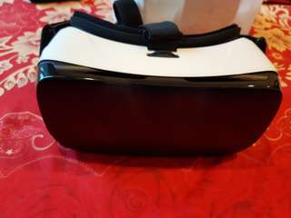 Samsung Gear VR (barely used) in excellent condition