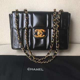 AUTHENTIC CHANEL Jumbo Patent Flap Bag
