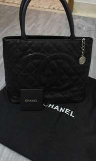Preloved Chanel Caviar Medillion Tote