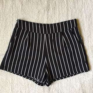 Stripes Shorts ♡