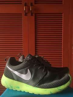 Nike Roshe Run Green Bolt