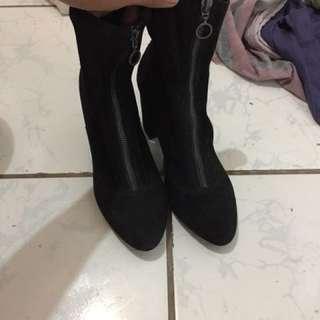Bershka black suede boots