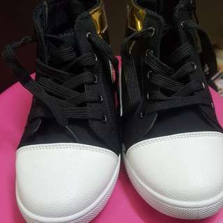 Kids fashion shoe ... gold star