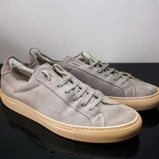 Common Projects Achilles Low in Gray Suede