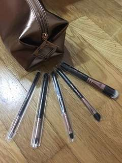 Brand new Authentic MAC 5 pc brush set with Pouch
