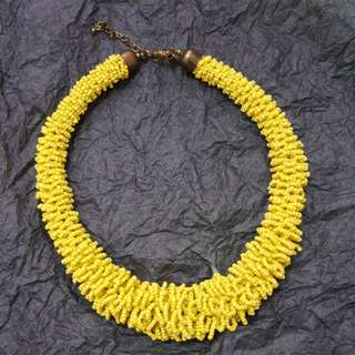 YELLOW NECKLACE BY LOVISA