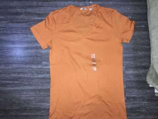 UNIQLO DRY FIT V-NECK T-SHIRT