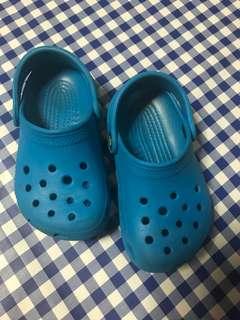 Crocs kid scandal 2pair