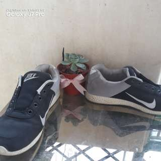 Gray Nike Shoes without Lace