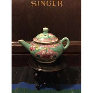 Great piece of Straits Peranakan mini tea pot